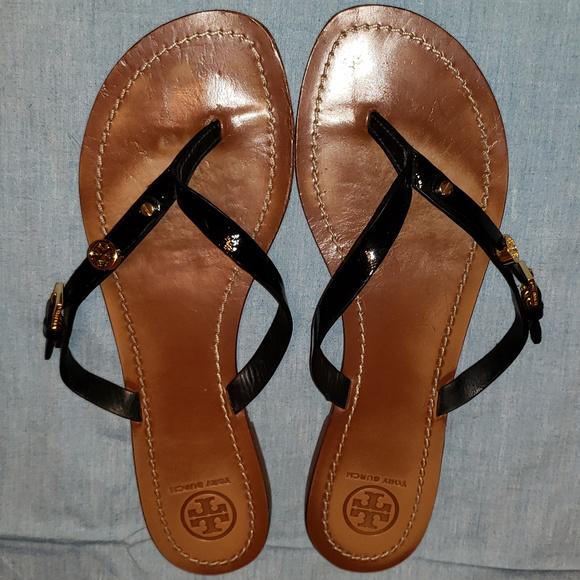 0f15b33a8fe61 Tory Burch Black Patent Monogram Sandal Thong Flip.  M 5aeb94d39a94558af7f9ab2b